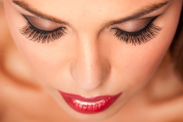 vkatz-how-to-apply-false-lashes